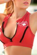 bikini sportivo rosso particolare del top
